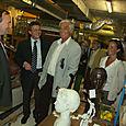 Avec Jean-Paul Belmondo dans les réserves du Musée des Années 30.