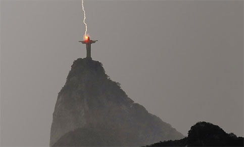 Sam_activites_court_photo_238_Coup_de_Foudre_sur_le_Christ_du_Corcovado